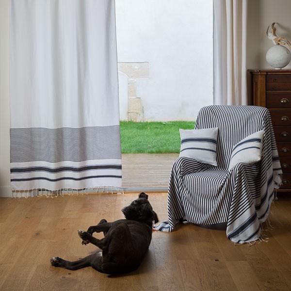 jet de canap rectangulaire blanc avec des rayures bleu. Black Bedroom Furniture Sets. Home Design Ideas