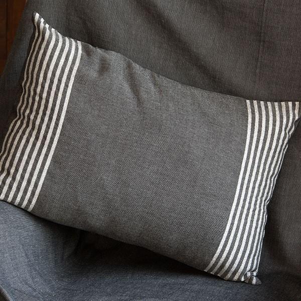 Housse de coussin en coton et lurex 35 x 50cm fond noir for Housse de coussin argente
